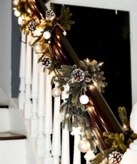 25+ Beautiful Christmas Staircase  Decoration Ideas